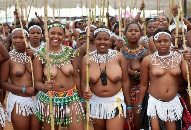 1000 Virgins Dance Naked For The King In South African King Royal Reed Dance Festival
